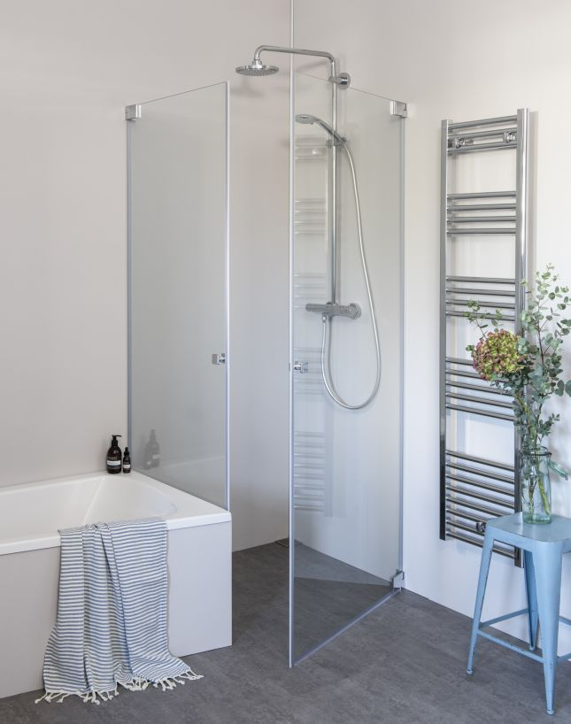 GiW Eck Duschkabine neben Badewanne, 2 Pendeltüren an Wand