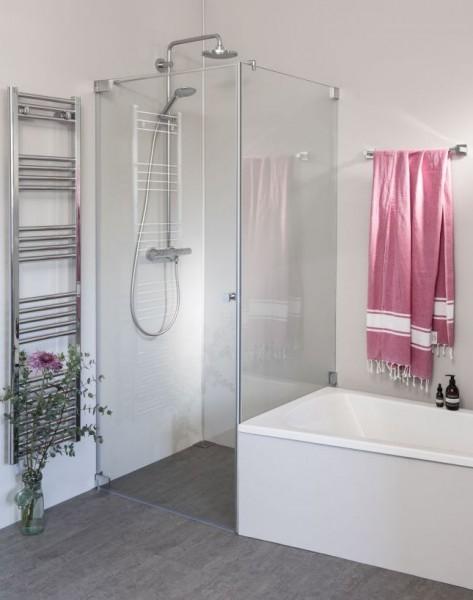 Eck Duschkabine neben Badewanne mit Festwand verkürzt und Pendeltür an Wand