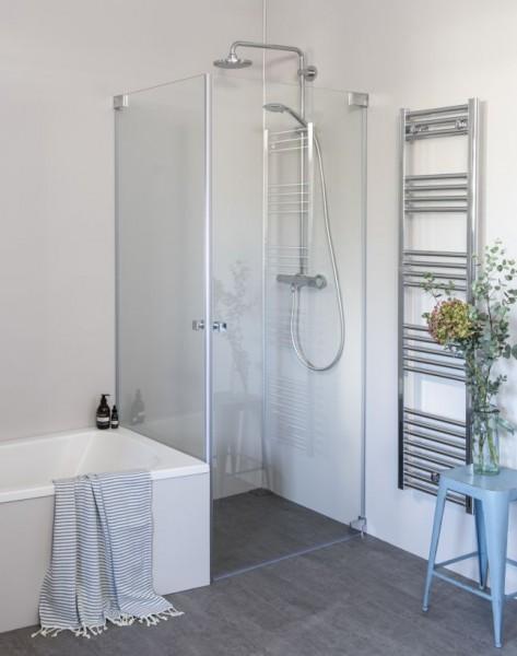 Eck Duschkabine neben Badewanne, 2 Pendeltüren an Wand